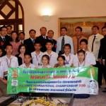 นักเรียนที่ได้รับรางวัลทีมยอดเยี่ยม FLL 2010 เข้าพบนายกรัฐมนตรี